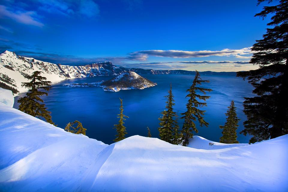 deep blue lake or crater lake essay